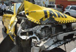 taxi choca en wv revolucion en queretaro