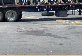 AL LUGAR arribaron algunos sujetos a bordo de un auto, y dispararon al hombre