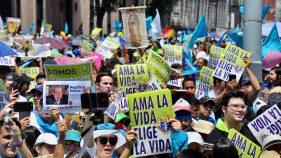 CIENTOS DE personas marcharon del Monumento a la Madre al Congreso de la Ciudad de México para pronunciarse contra el aborto bajo la consigna de que la vida inicia desde la concepción hasta la muerte natural.