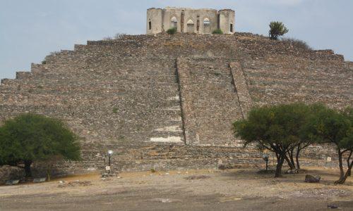 UN ELABORADO trabajo en la limpieza de la Pirámide.