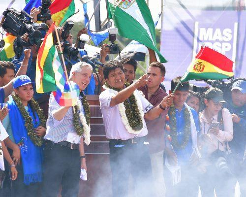 EL PRESIDENTE de Bolivia, Evo Morales, durante un acto de campaña, en Chimoré, Bolivia, de cara a los comicios nacionales de octubre ante una gran concentración de seguidores.