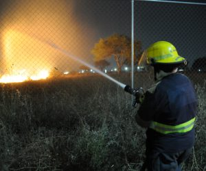 LAS GRANDES llamas y columna de humo que hubo que se podían observar desde diferentes puntos de la carretera.