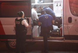 SE INFORMÓ que las lesiones que presentaban los oficiales no eran graves.
