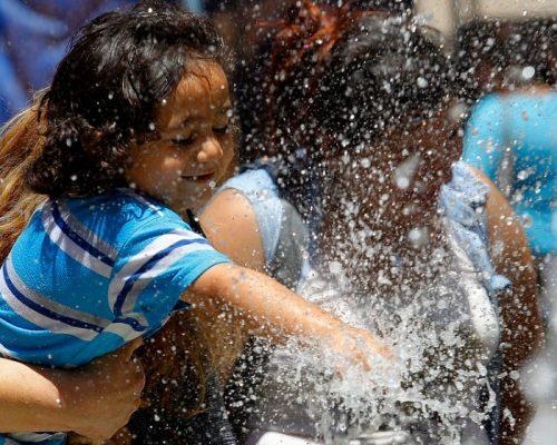 Recomiendan a la población el evitar exponerse a las altas temperaturas en un horario de 11 a 3 de la tarde